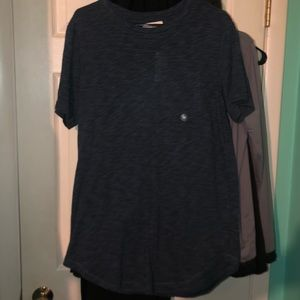 Navy extended length round hem tee size medium